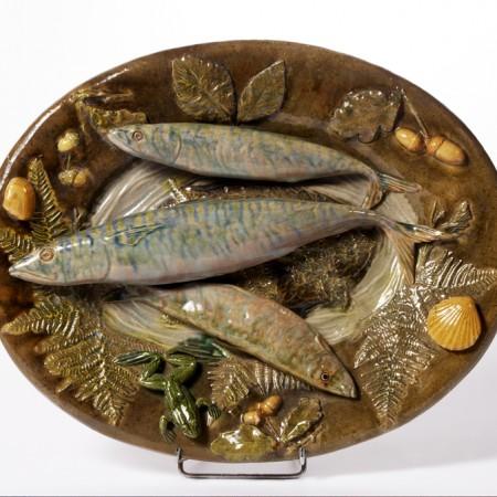 Plat à décor de poissons