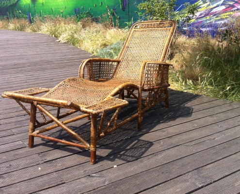 rattan chaise longue