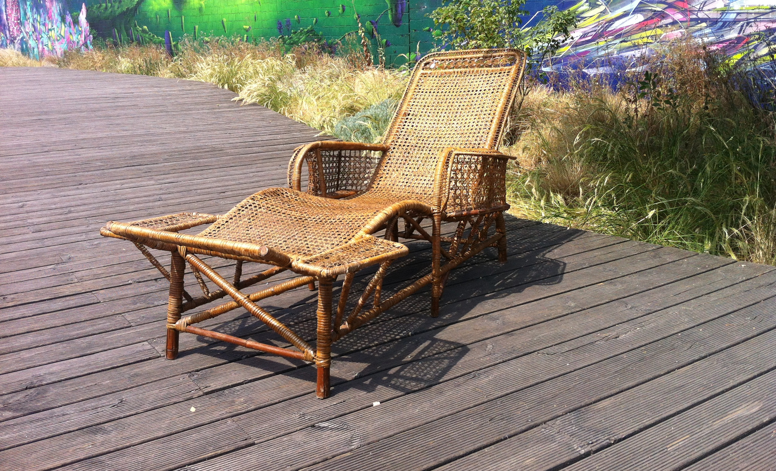 Rattan chaise longue begining of 20th galerie vauclair for Chaise longue en rotin ancienne