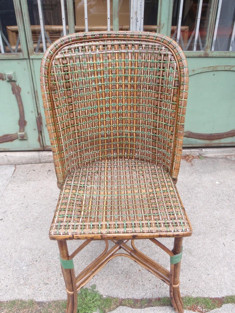 chaise en rotin liserés verts
