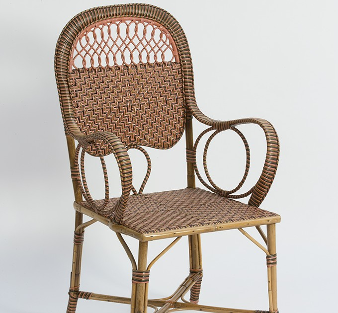 fauteuil en rotin rose