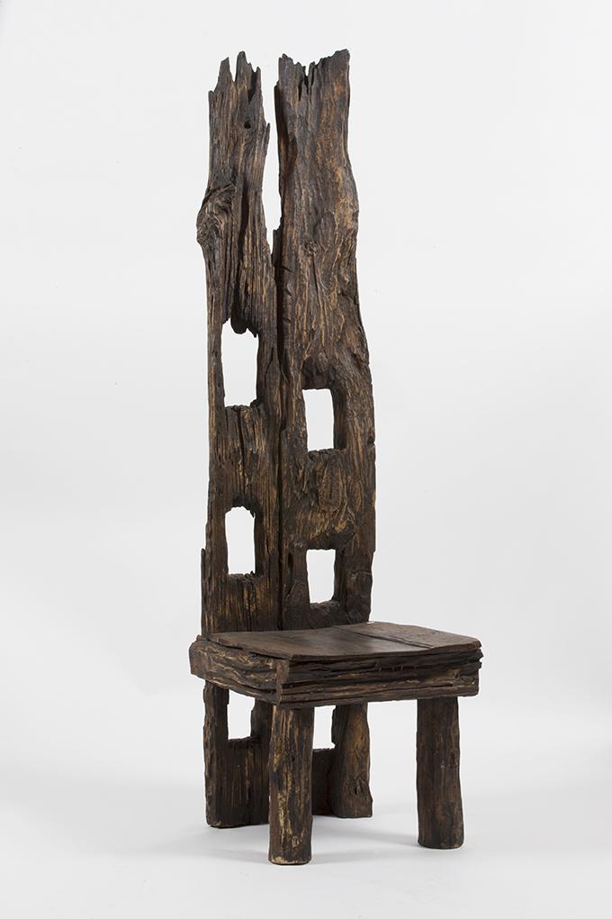 chaise monumentale en bois