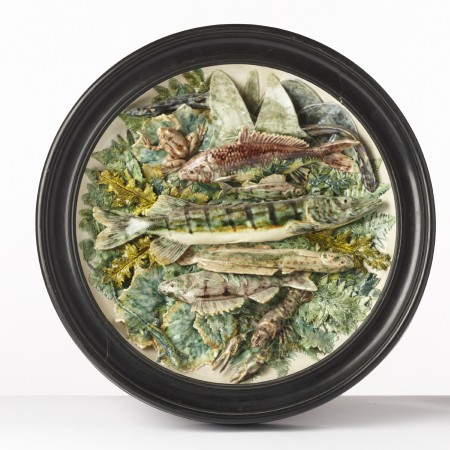 round charger with fishes