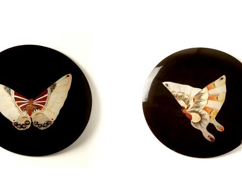 Paire de médaillons décoratifs en laque