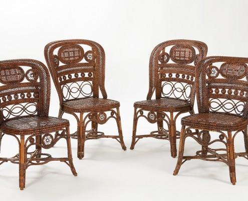 série de quatre chaises