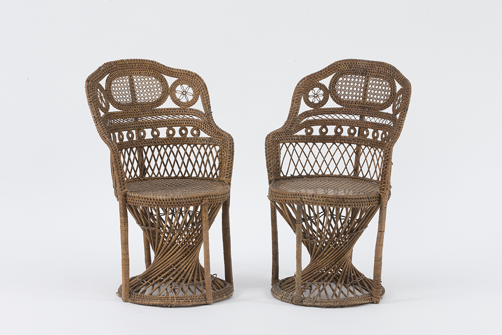 Paire de fauteuils ajourés en rotin